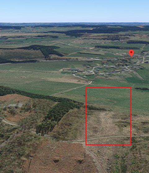 Google Maps view van de Colanhan heuvelrug met daarop aangeduid de locatie van het zweefvliegterrein van Hébronval