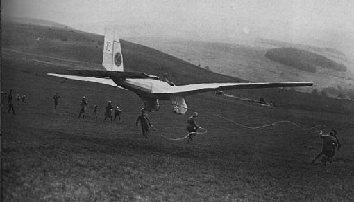 Duitsland: de FVA-1 Schwatze Düvel (Schwarzer Teufel) won de eerste Rhön zweefvliegwedstrijd op de Wasserkuppe in 1920