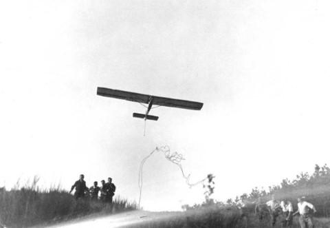 Sandow start van een Kassel 12 in Hébronval